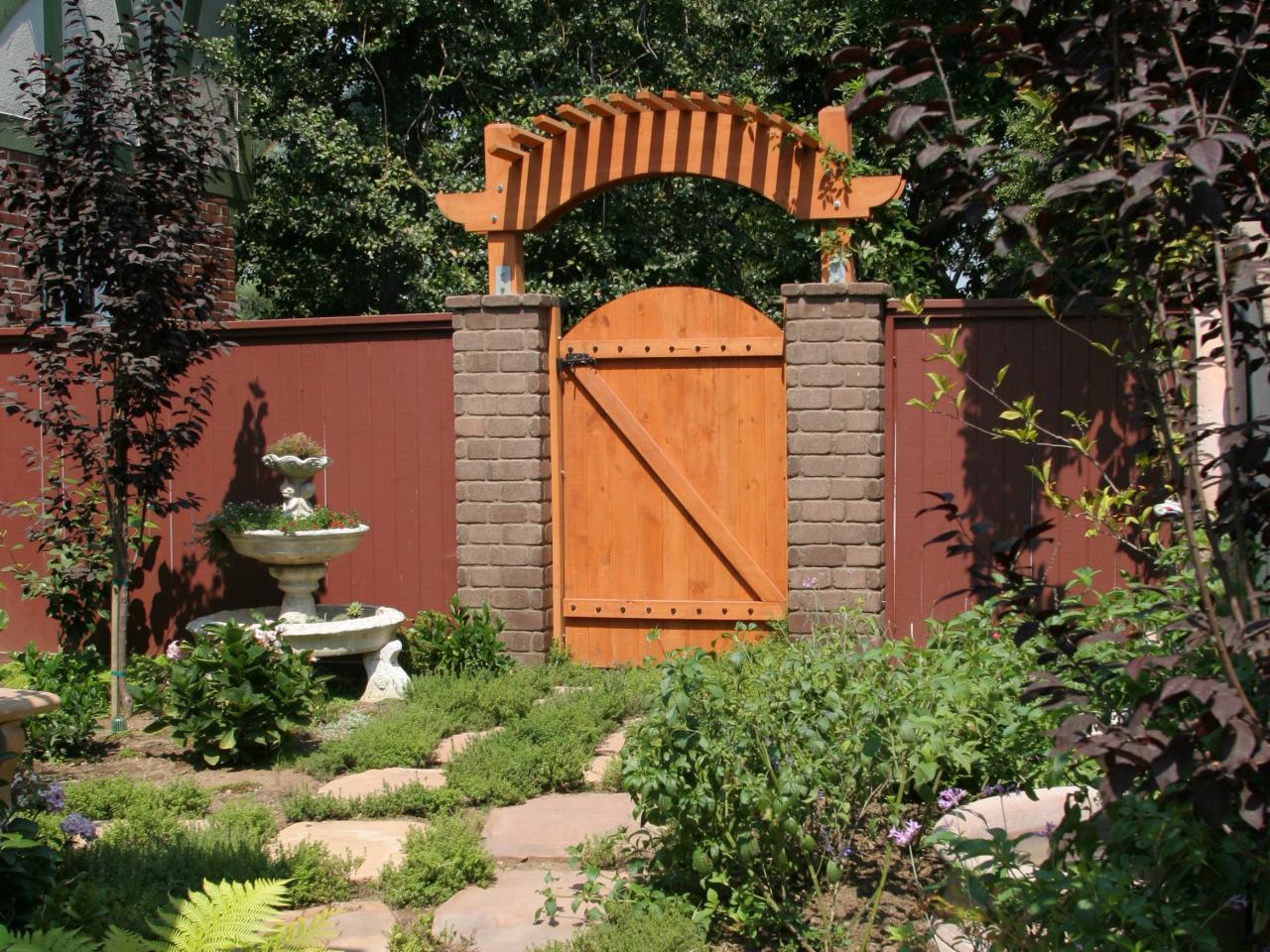 Ворота для дачи с перголой