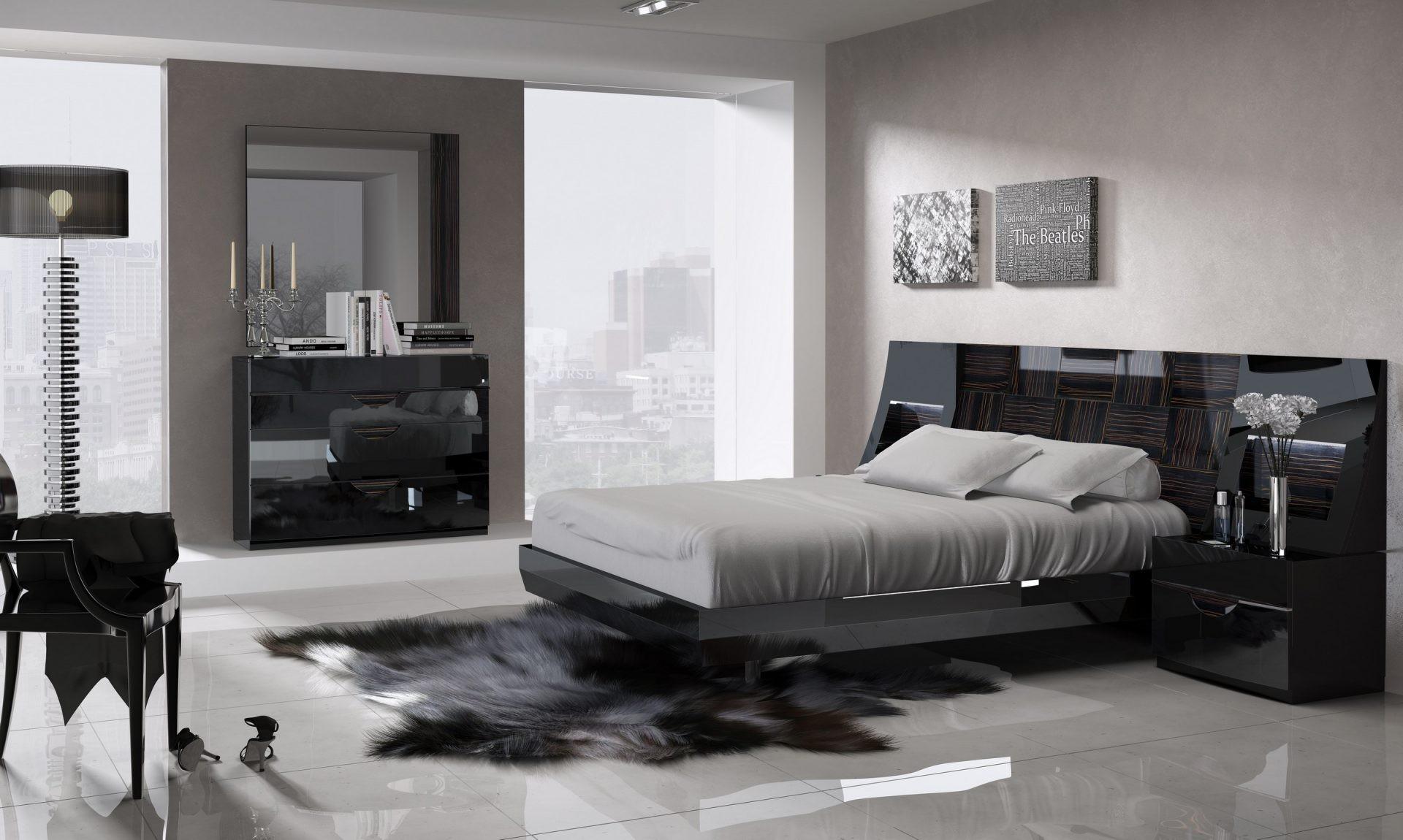 Черная пластиковая кровать