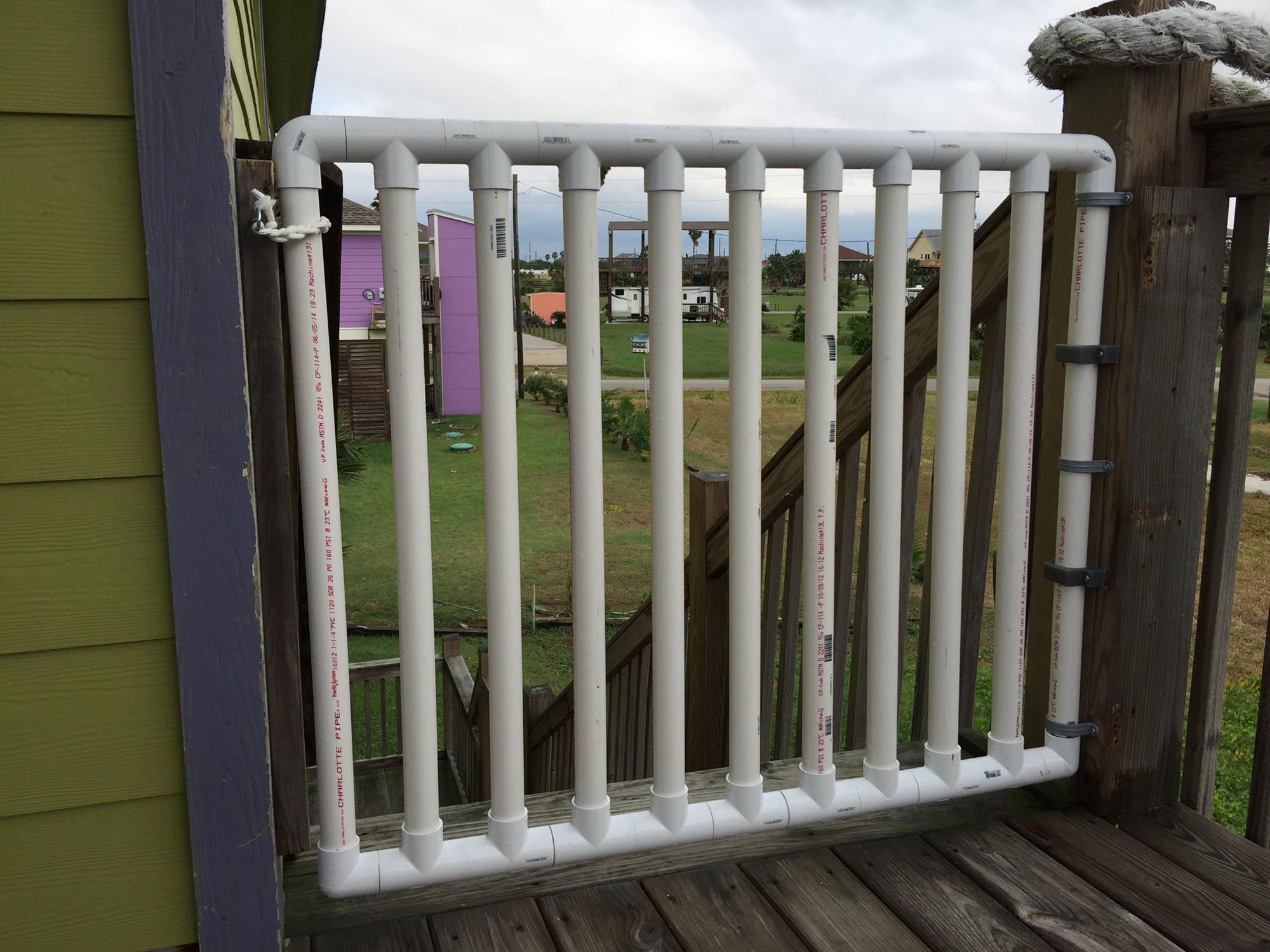Ворота из профильной пластиковой трубы