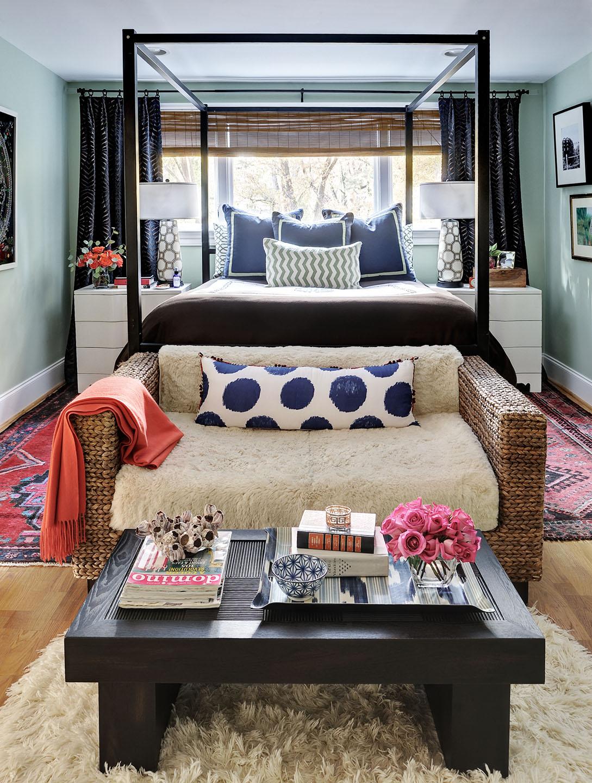 Плетеный диван для спальни
