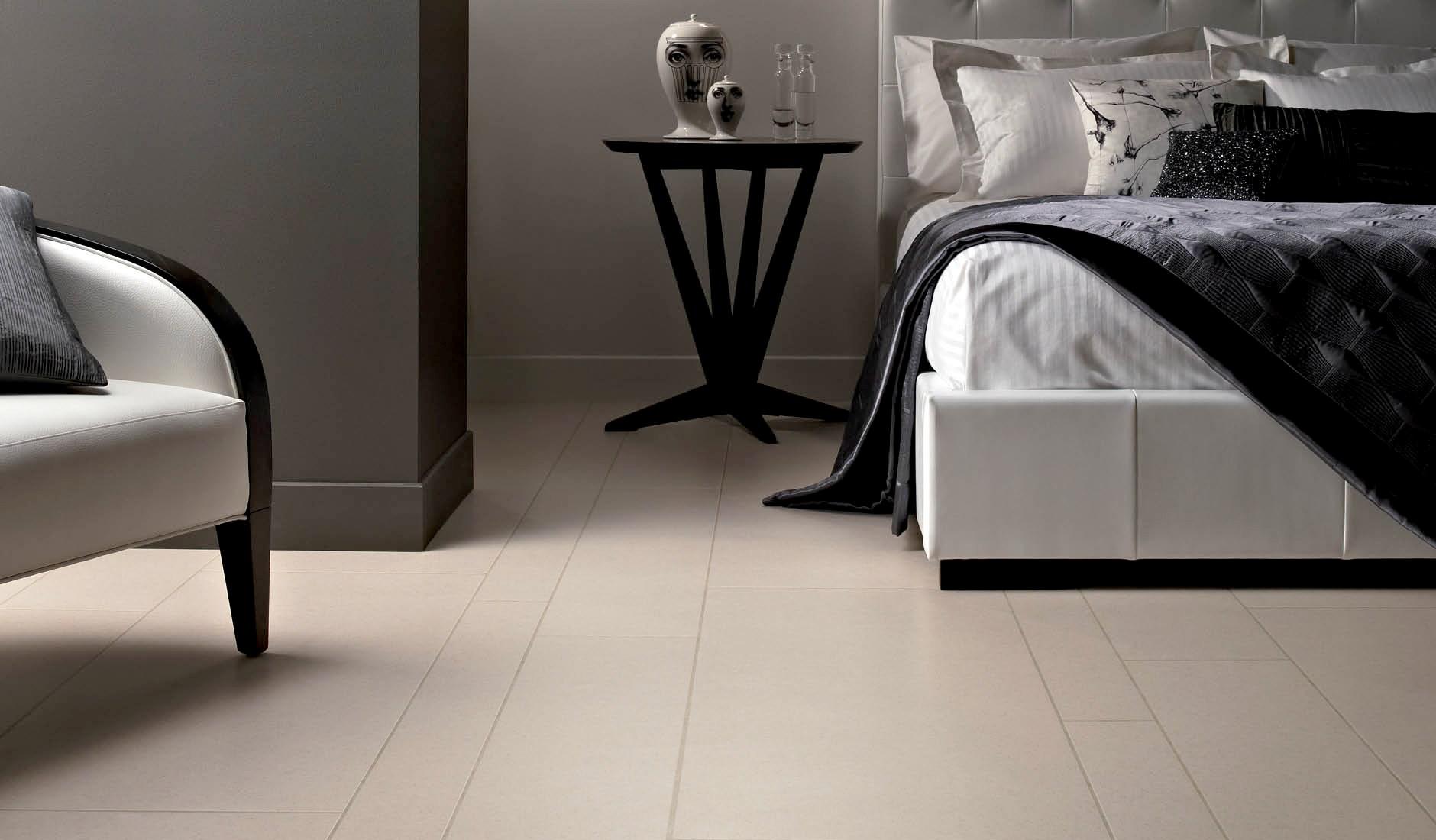 Плитка на полу в спальне