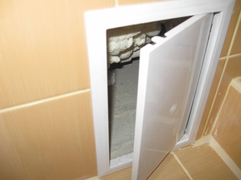 Сантехнический люк под ванной
