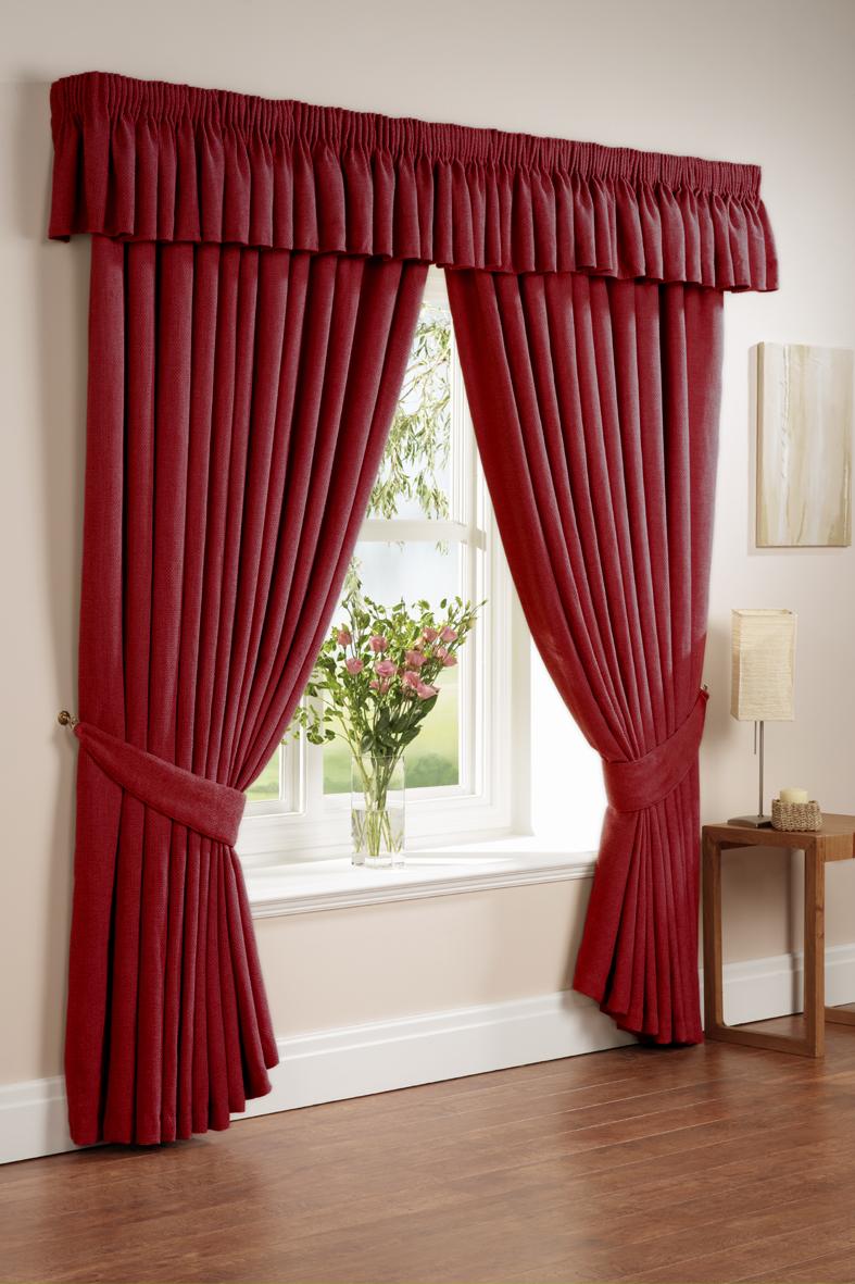 Бордовые шторы с подхватами