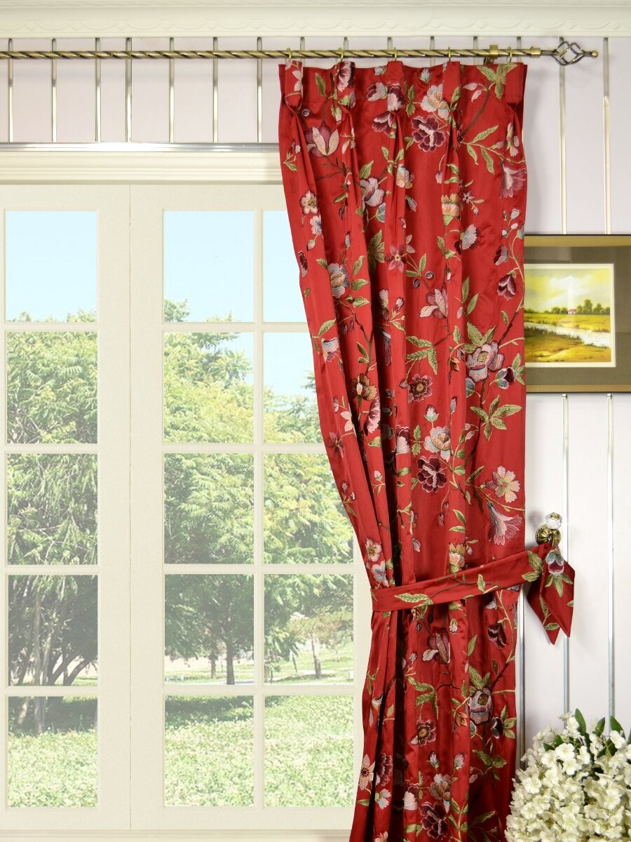 Красные шторы с подхватами