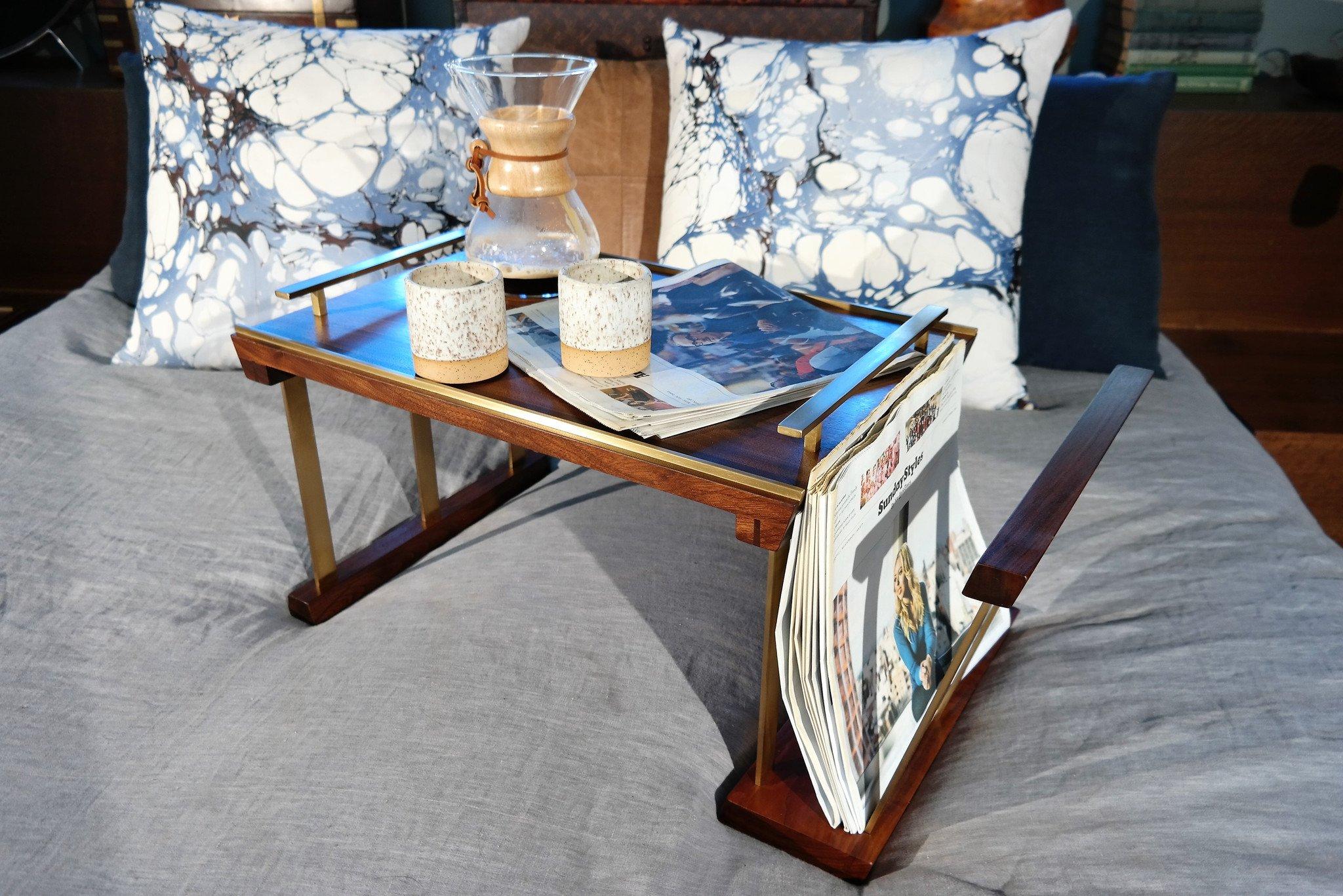 Столик для завтрака с подставкой для журналов
