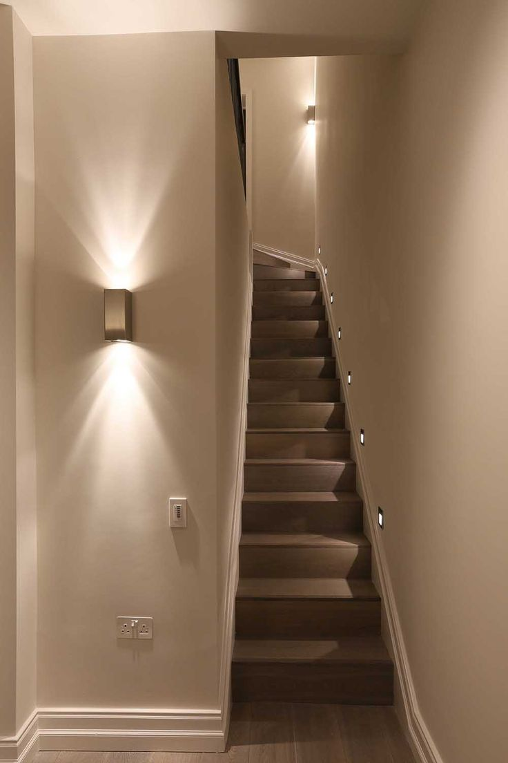 Подсветка дома светильником бра