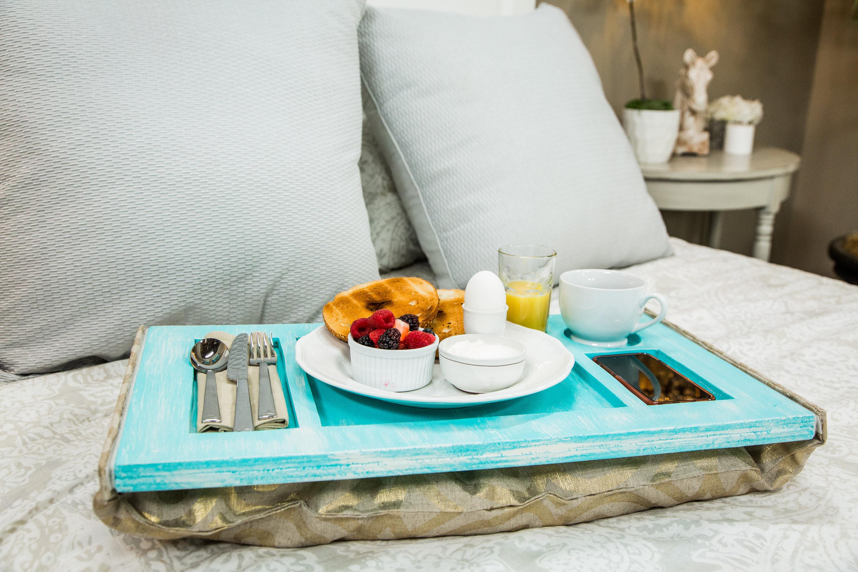 Столик для завтрака на подушке