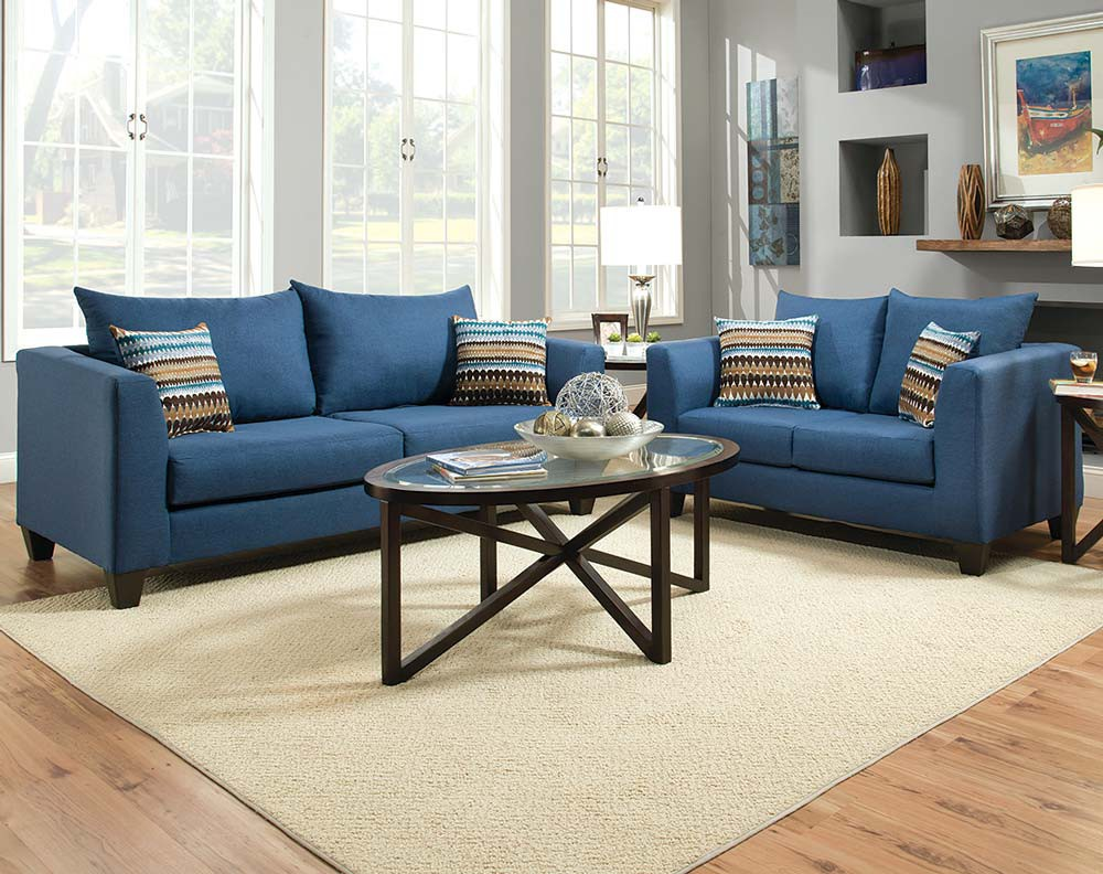 Синий диван с подушками