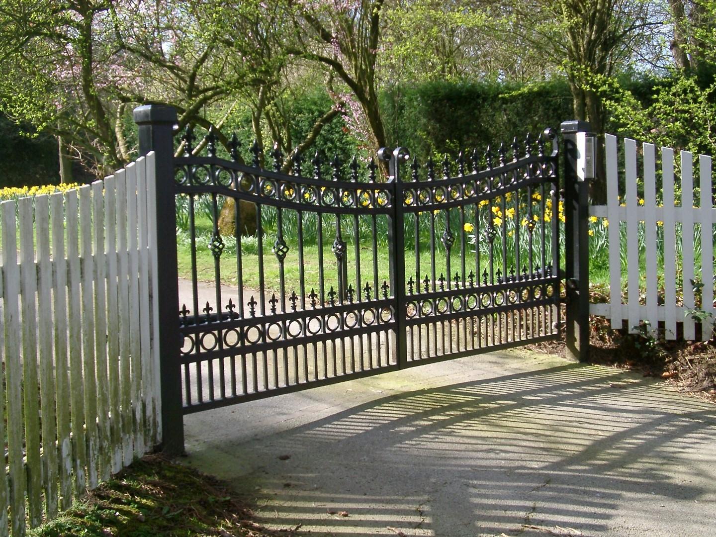 Металлические ворота подвесные