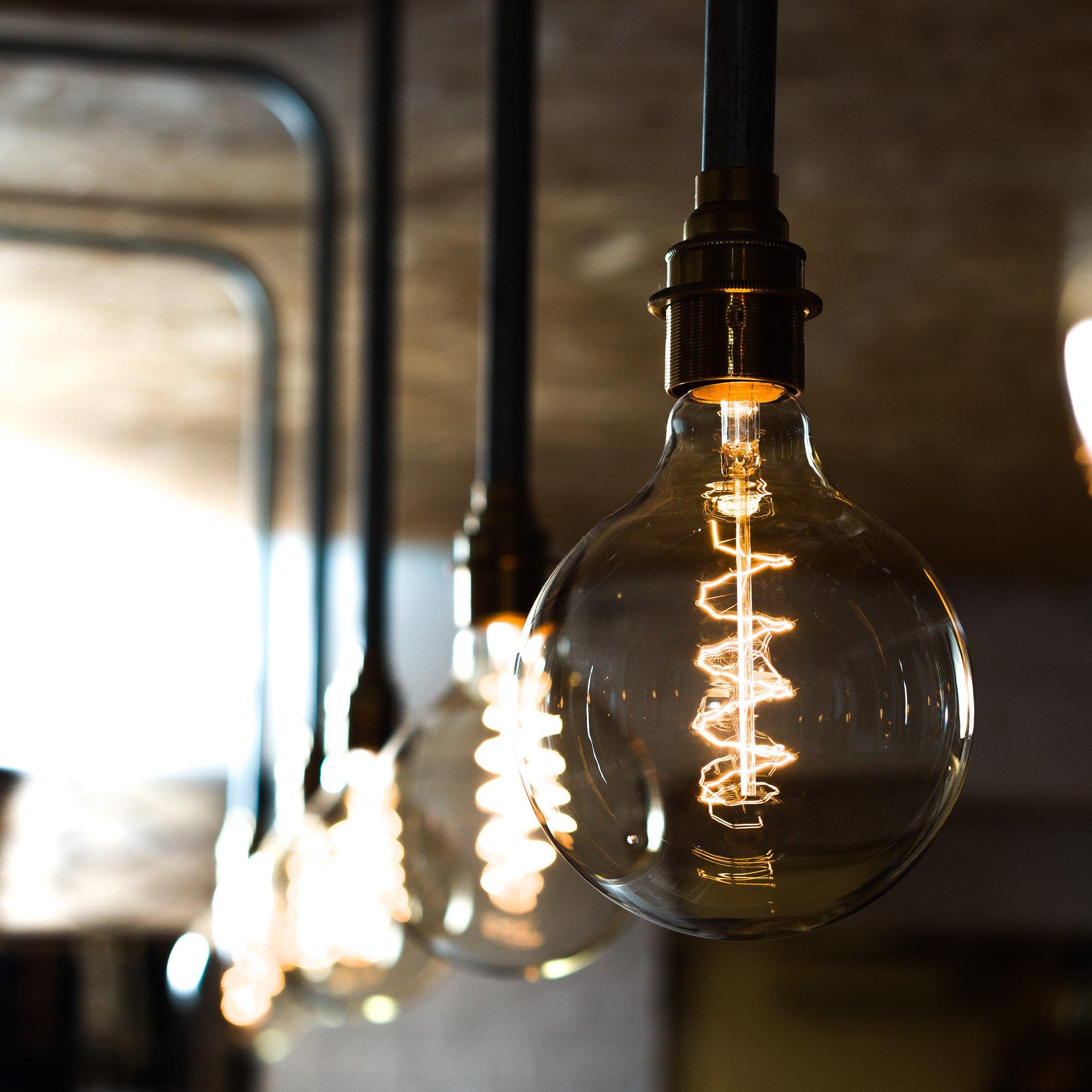 Лампа Эдисона: мягкое свечение в интерьере (26 фото)