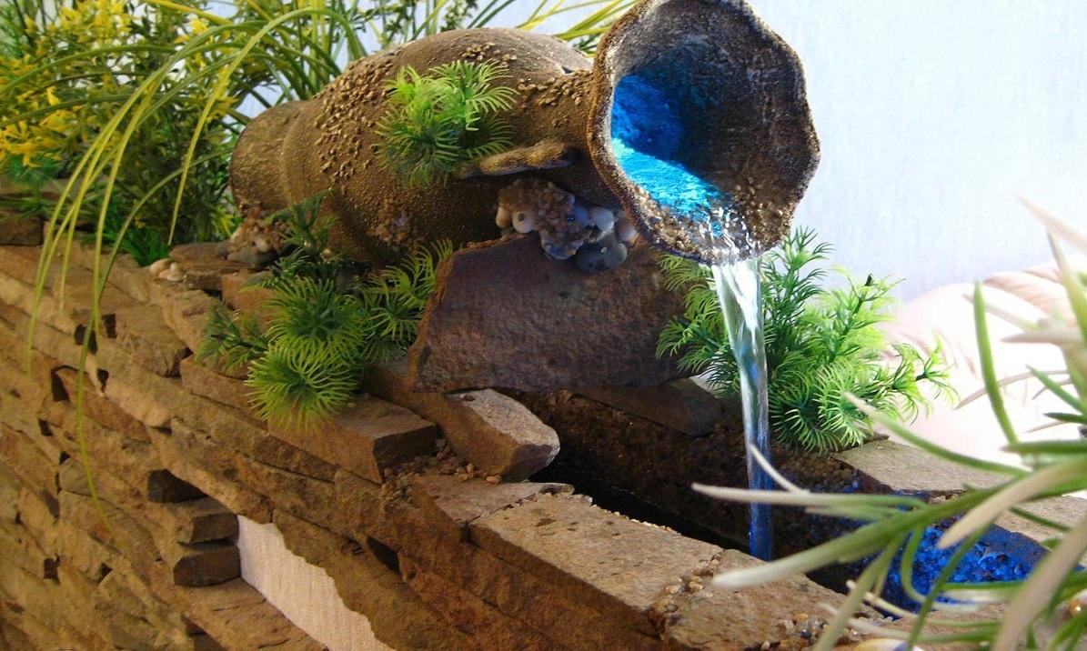 Фонтан с подводной подсветкой