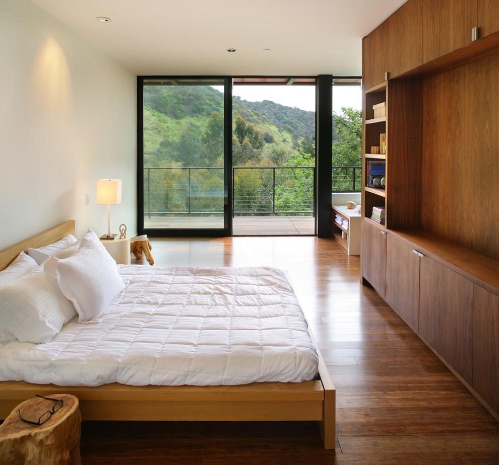 Деревянный пол в спальне