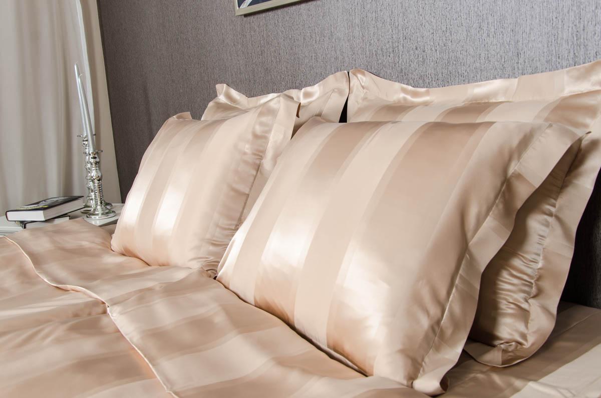 Шелковое постельное белье в полоску