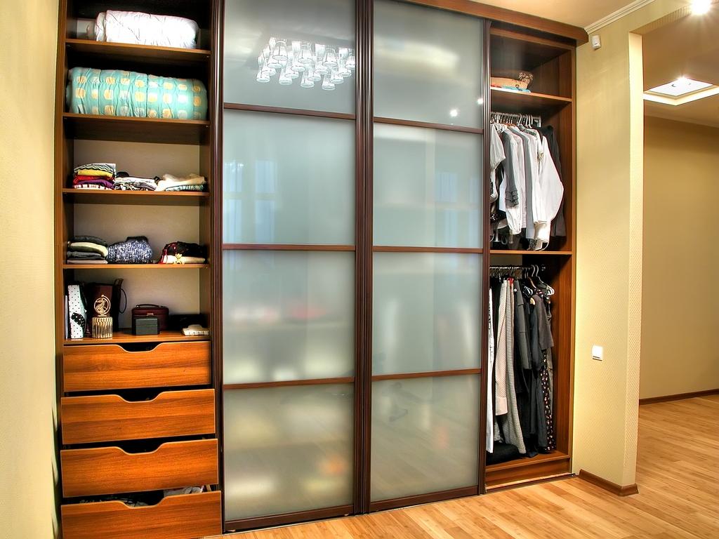 Двери для шкафа в прихожей