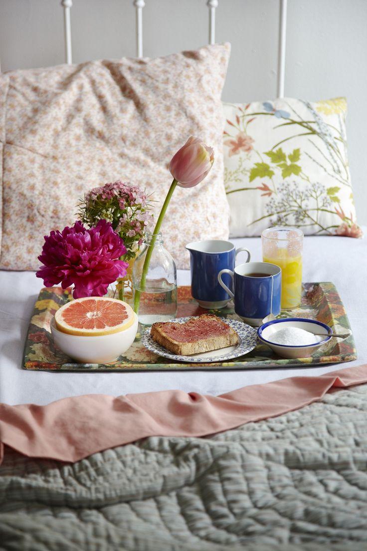 Столик для завтрака с принтом