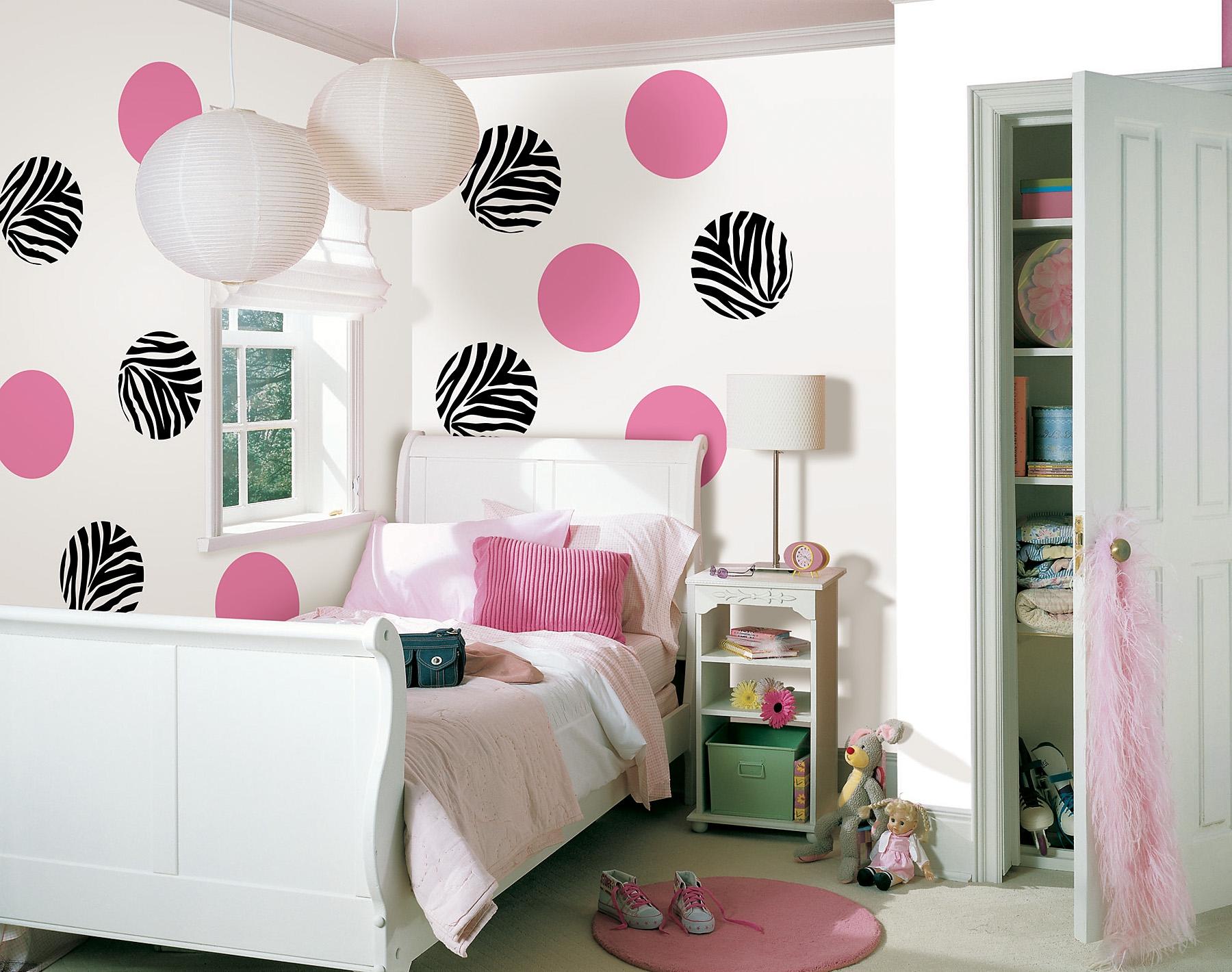 Обои с принтом для комнаты подросткаОбои с принтом для комнаты подростка