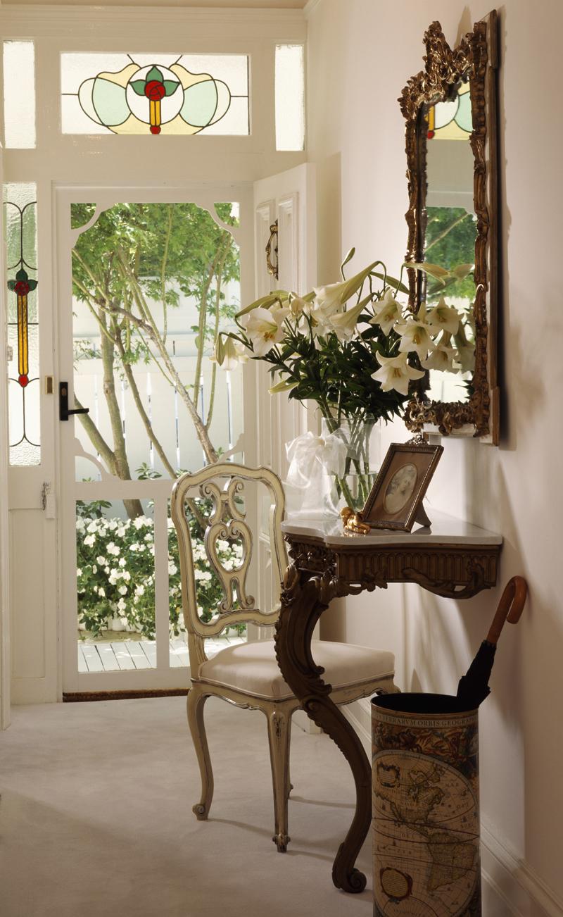 Столик в прихожую в стиле прованс