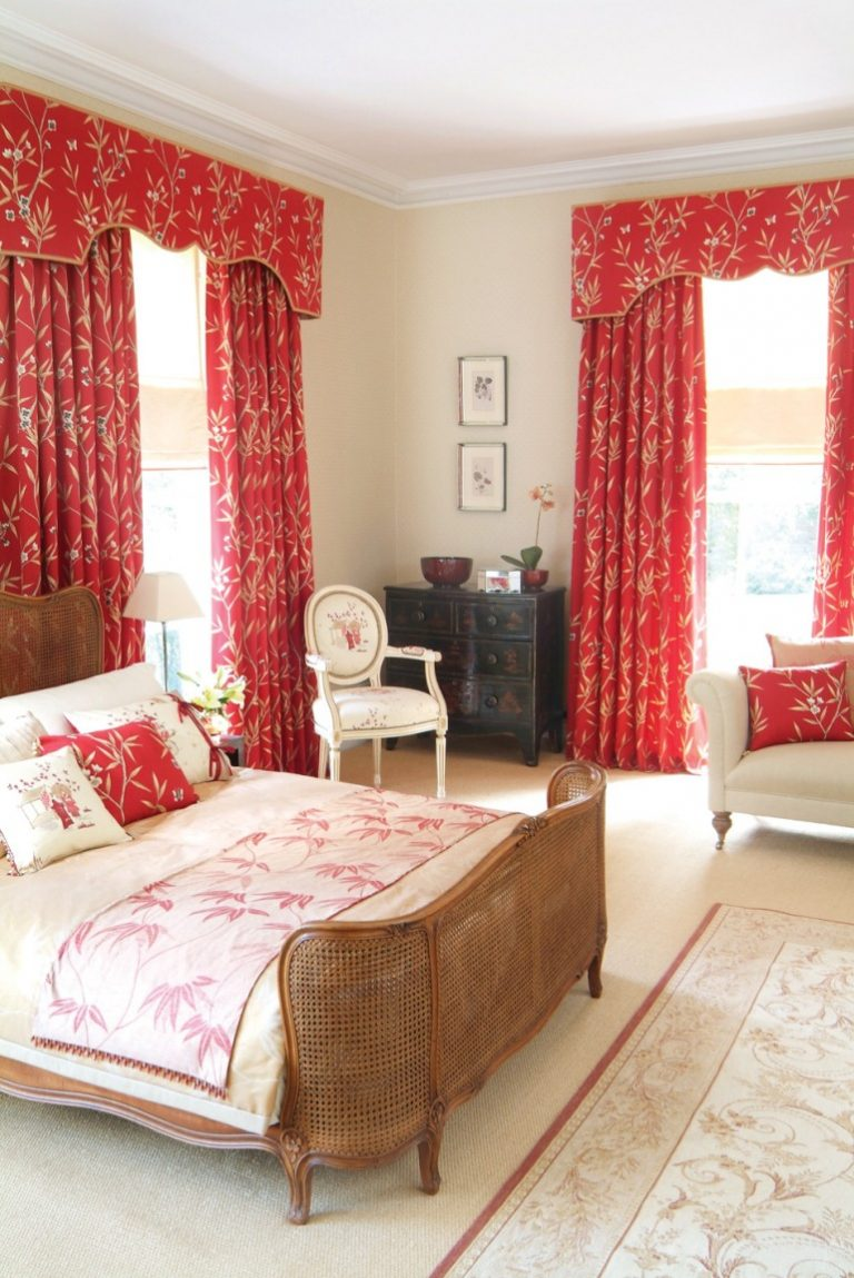 Красные шторы в стиле прованс