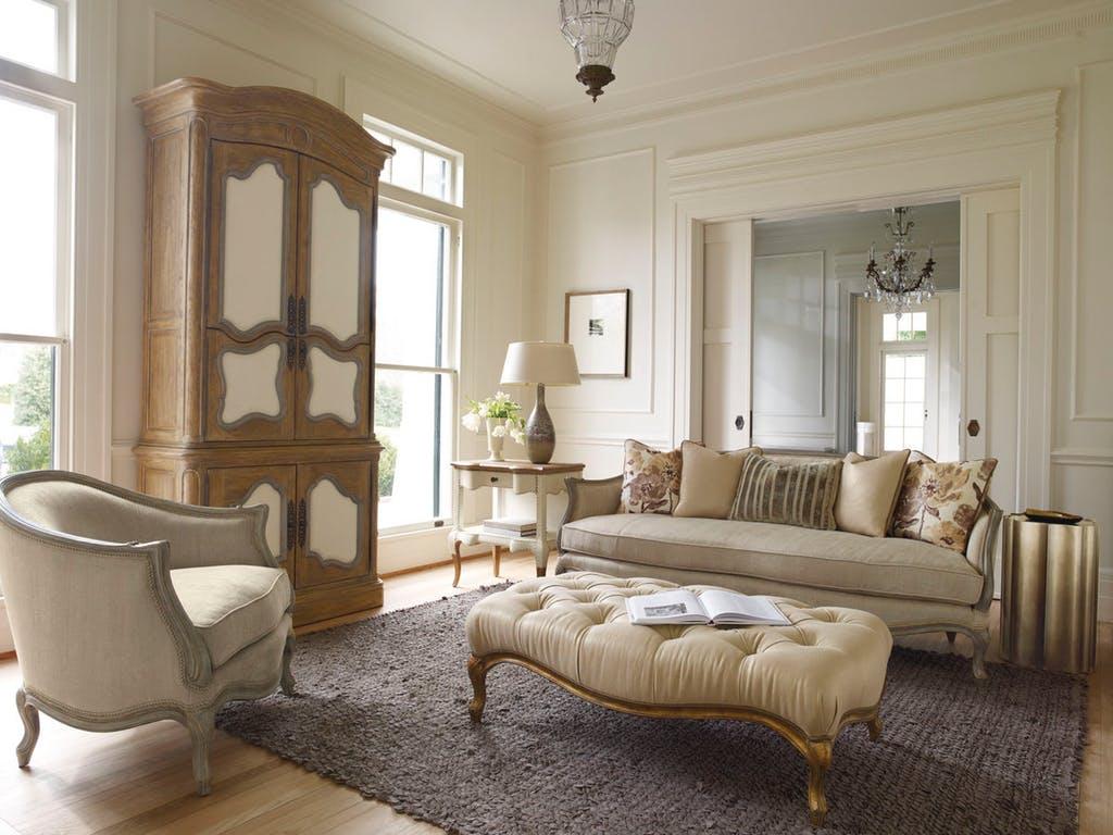 Бежевый диван в стиле прованс