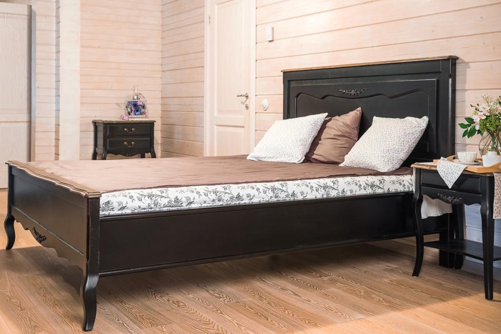 Черная кровать в стиле прованс