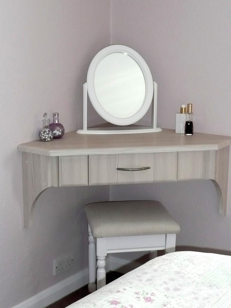 Угловой стол в стиле прованс
