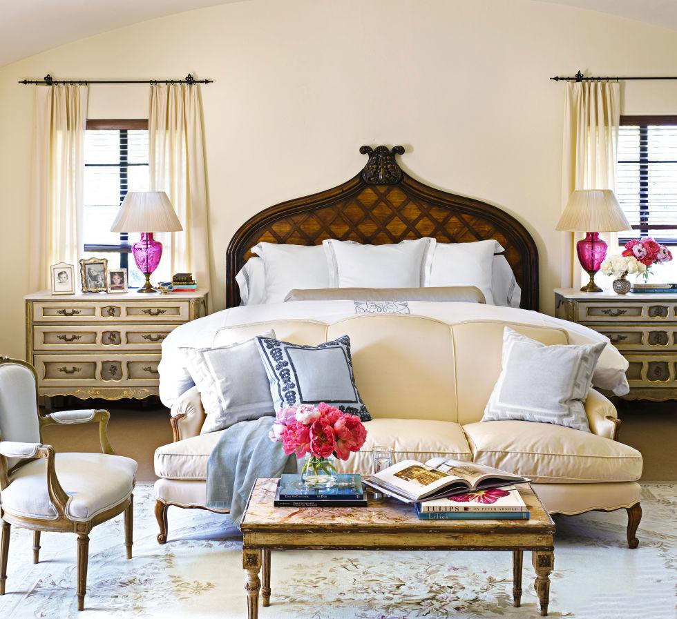 Диван для спальни в стиле прованс