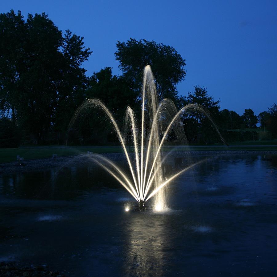Фонтан в пруду с подсветкой