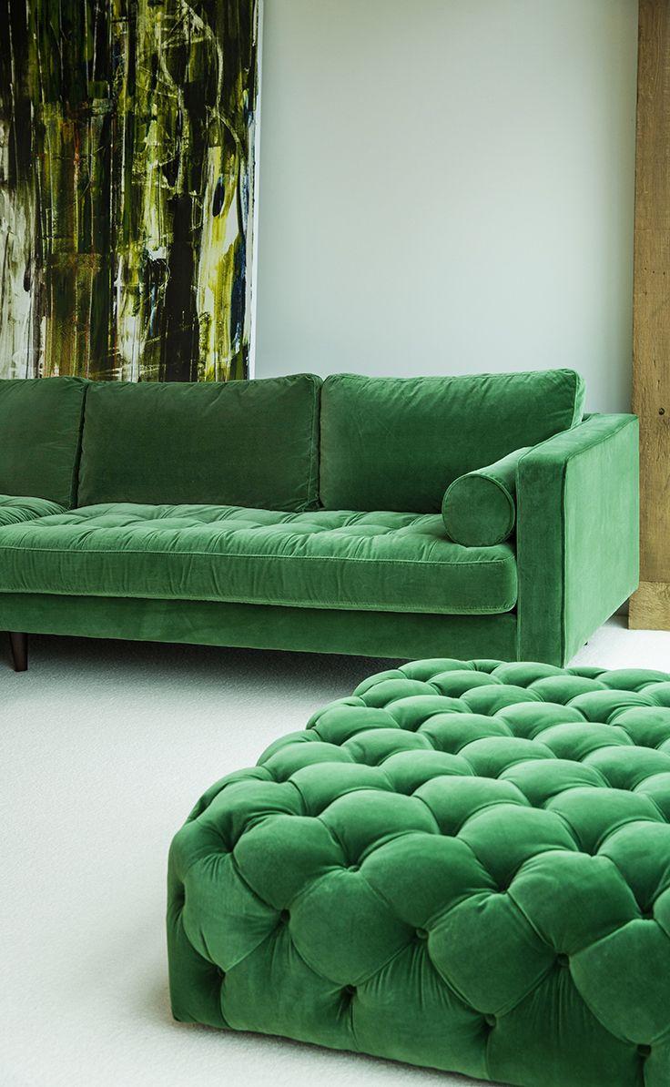 Зеленый диван с пуфиком