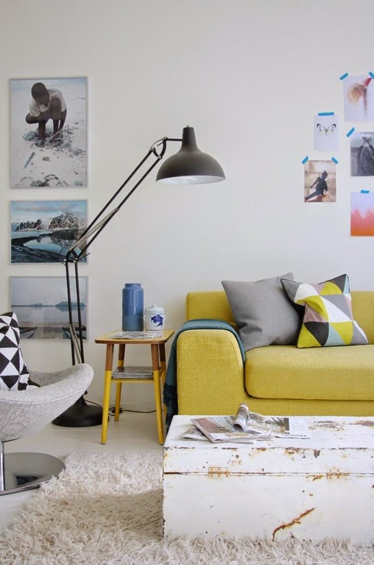 Желтый раскладной диван