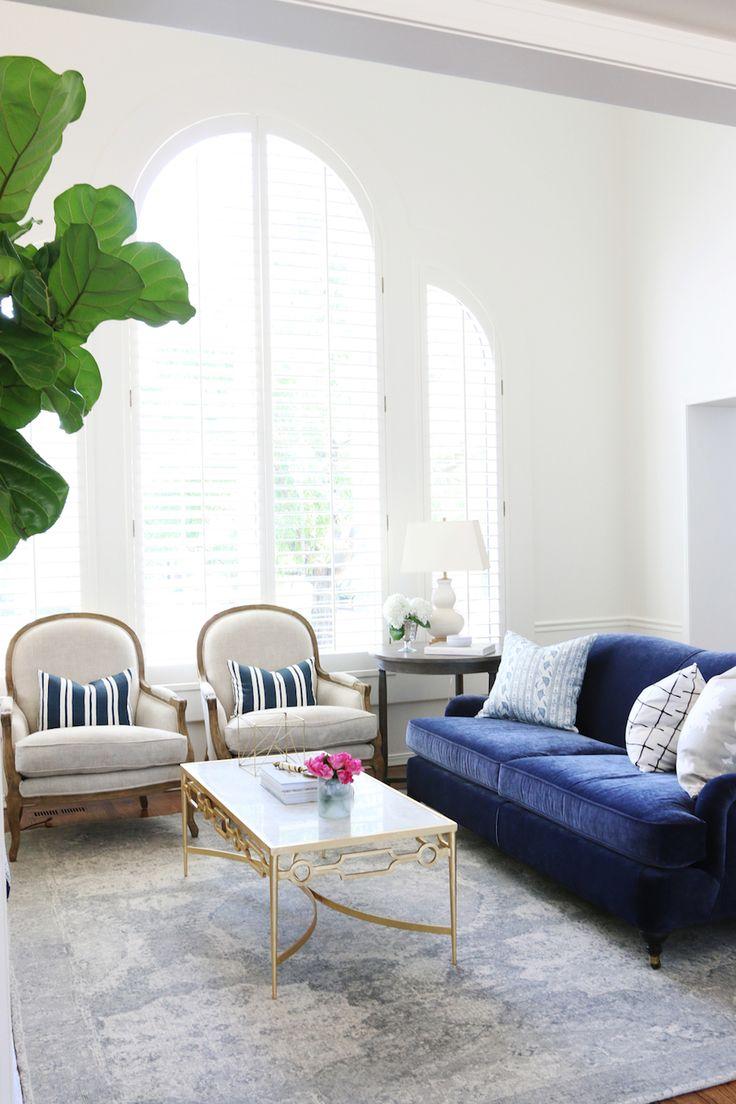 Синий раскладной диван