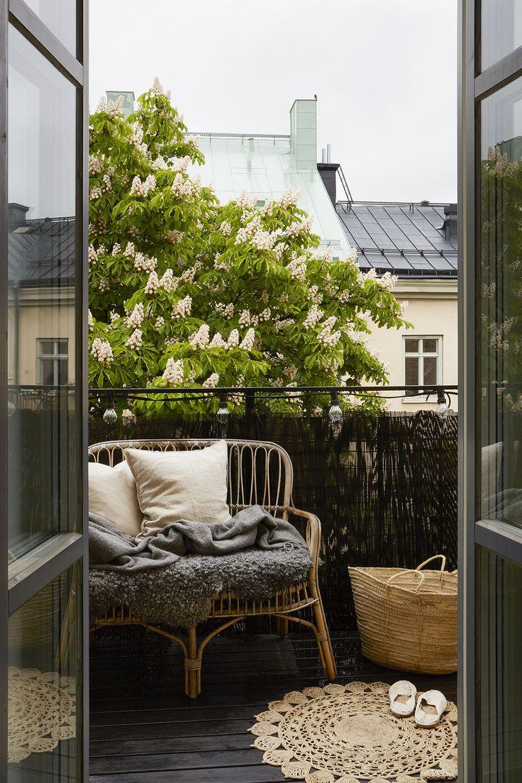 Дизайн распашной балконной двери