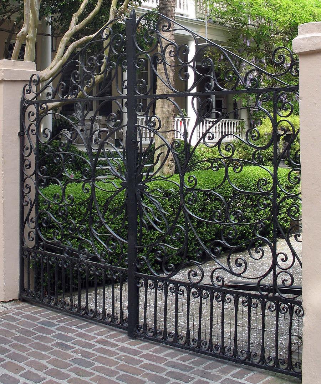 Металлические ворота распашные
