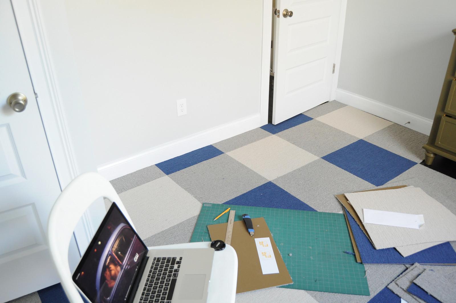 Разноцветная ковровая плитка