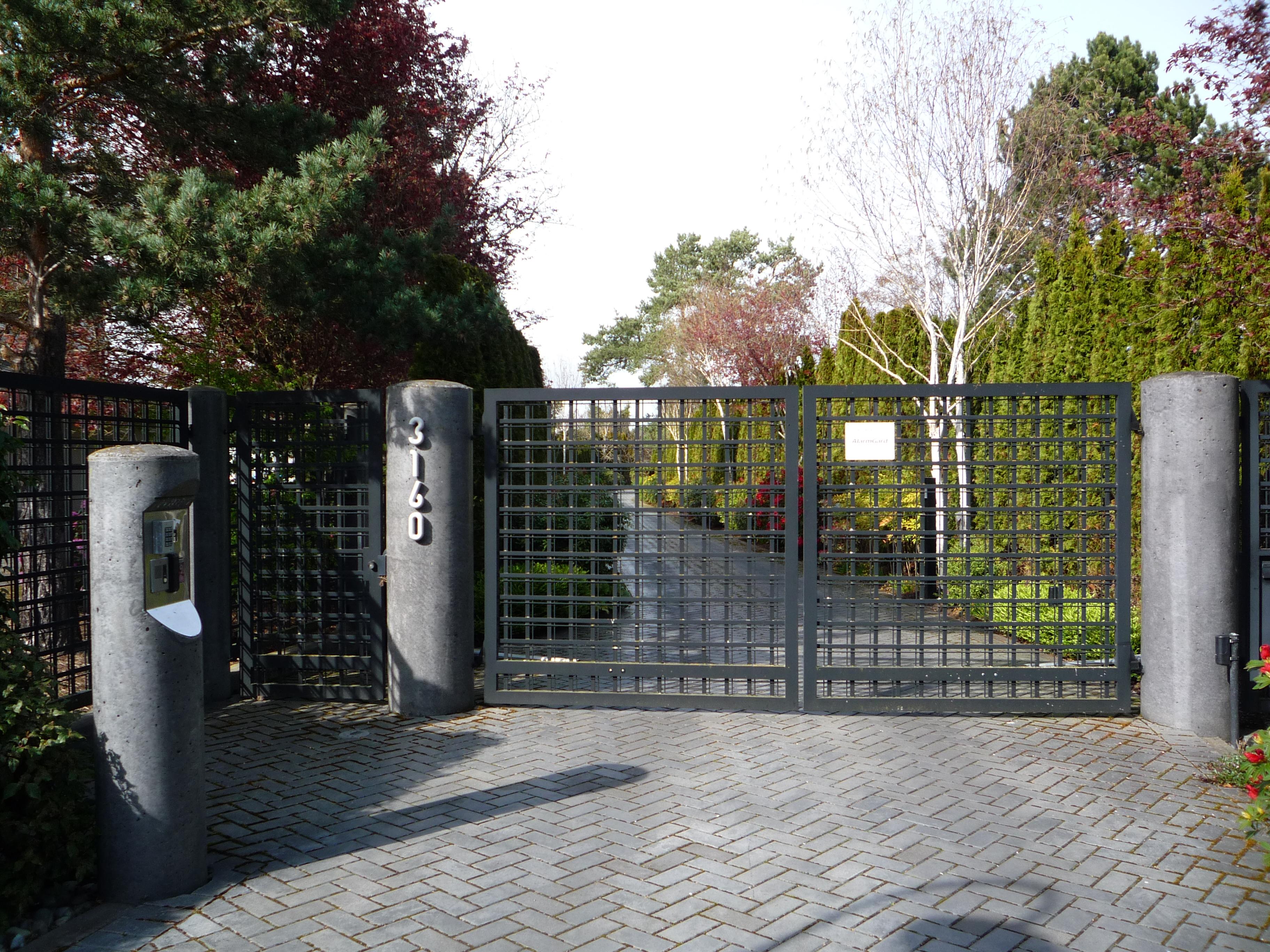 Распашные решетчатые ворота