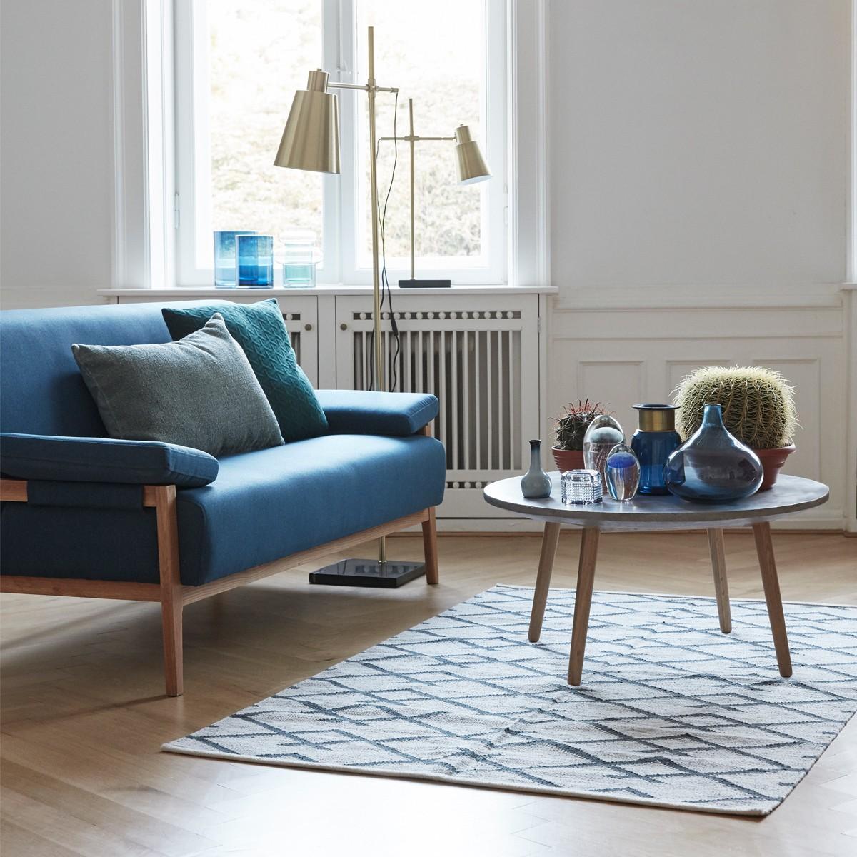 Синий диван в стиле ретро