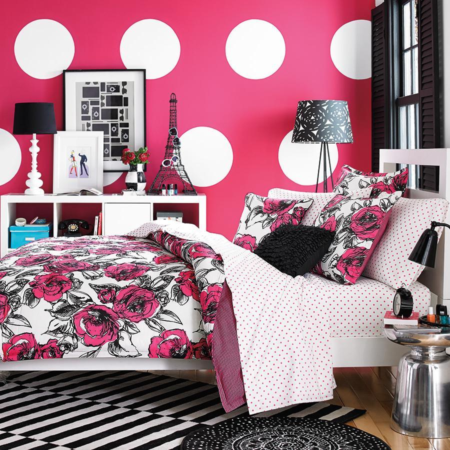 Розовые обои для комнаты подростка