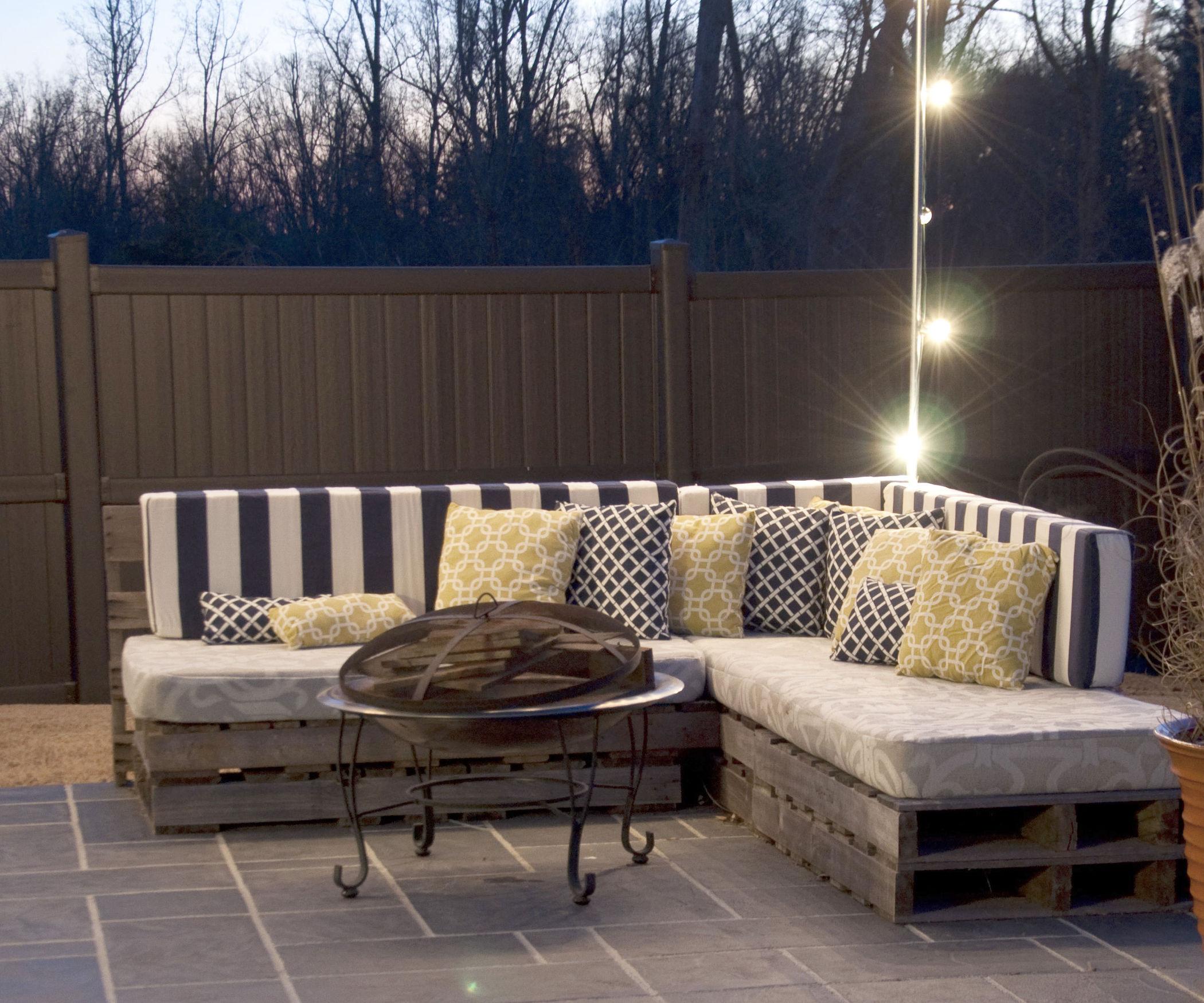 Садовый диван из паллет