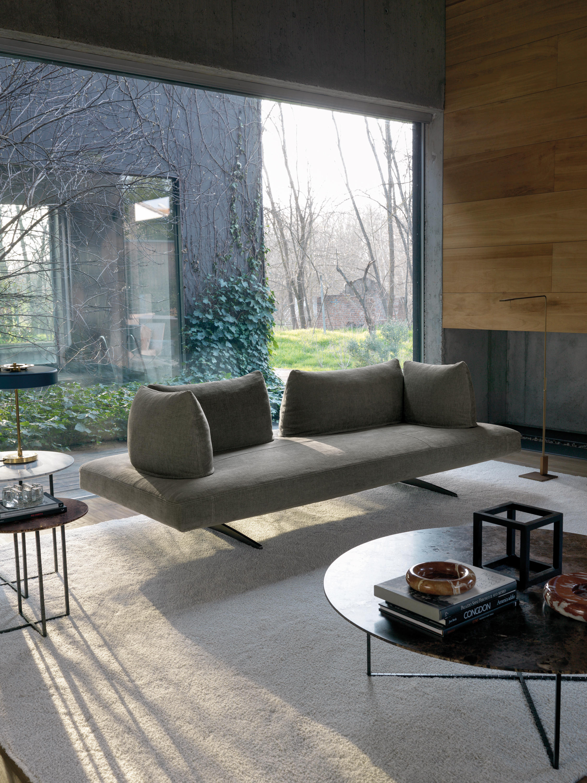 Серый диван кушетка