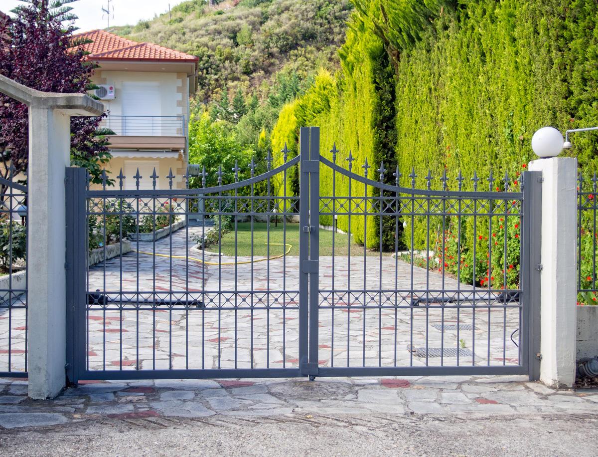Автоматические серые ворота