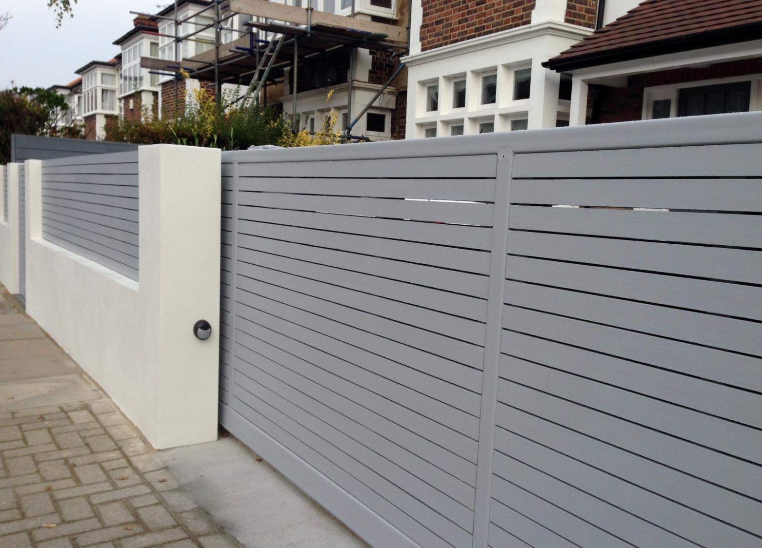 Серые консольные ворота
