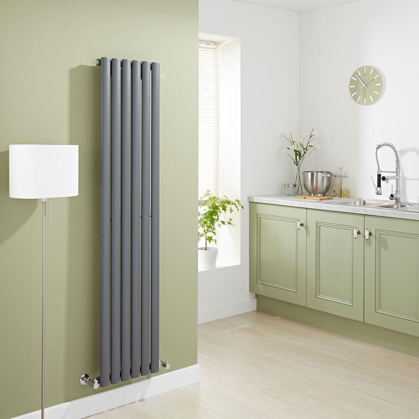 Серый вертикальный радиатор