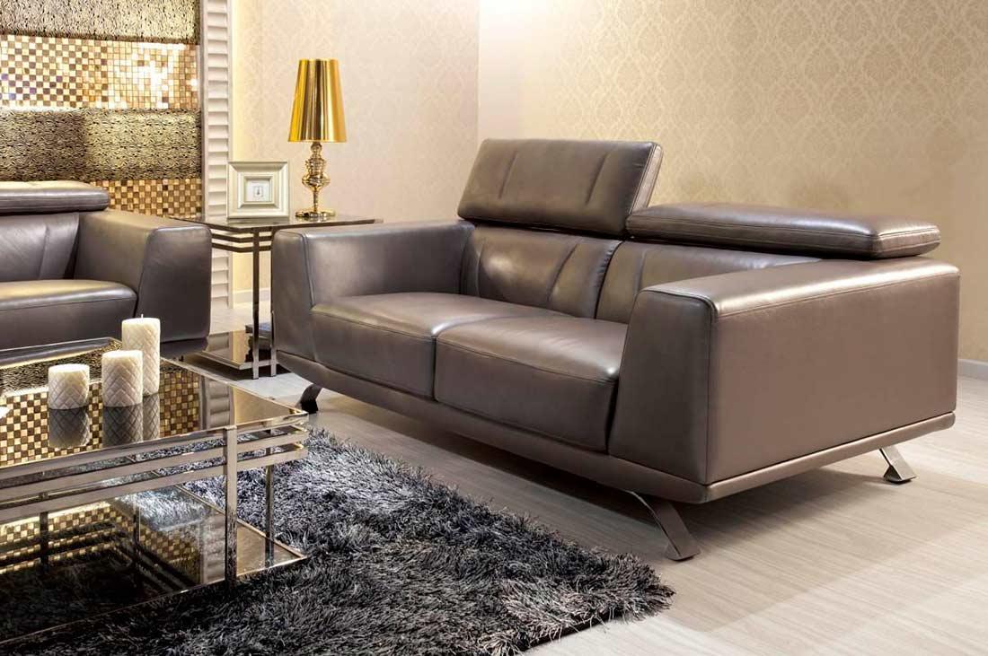 Серый диван на металлокаркасе