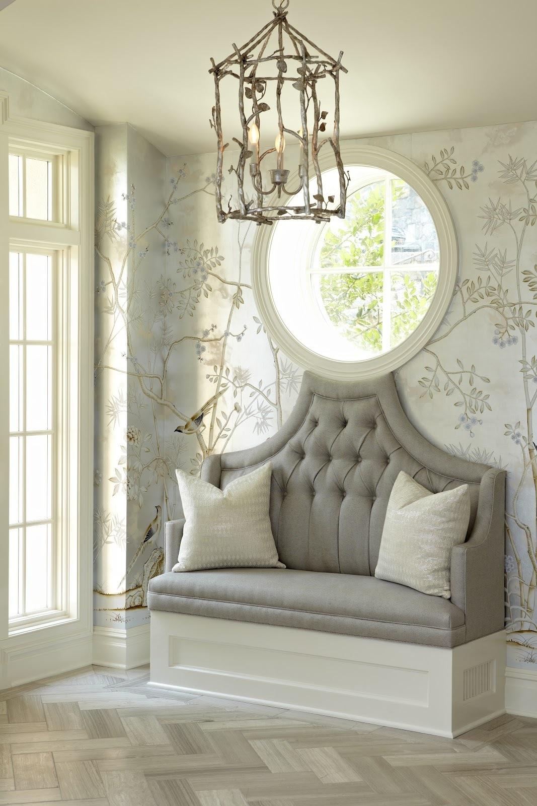 Серый диван в прихожую в стиле модерн