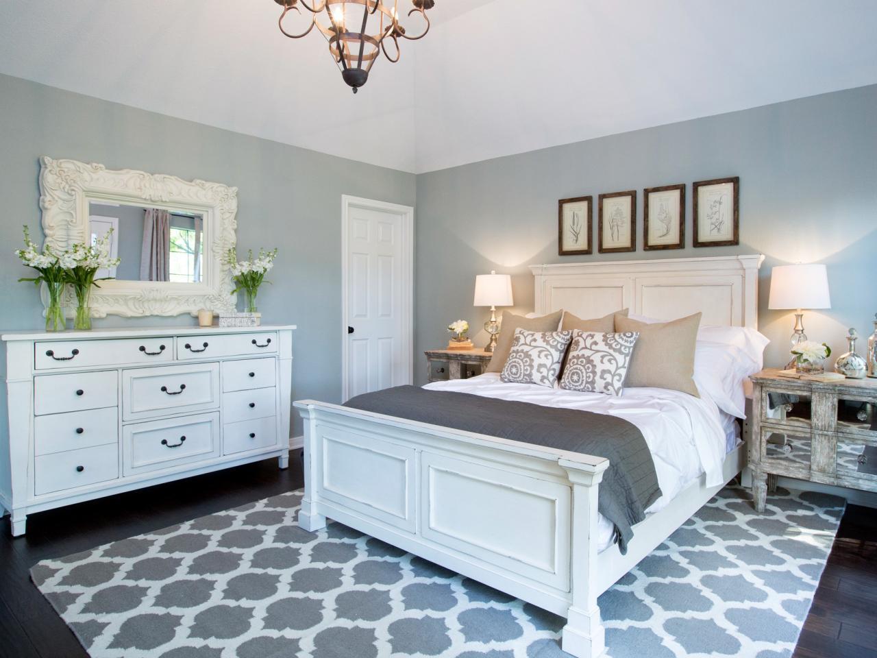 Белая мебель для спальни в стиле шебби-шик