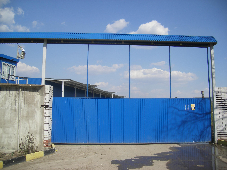 Подвесные синие ворота