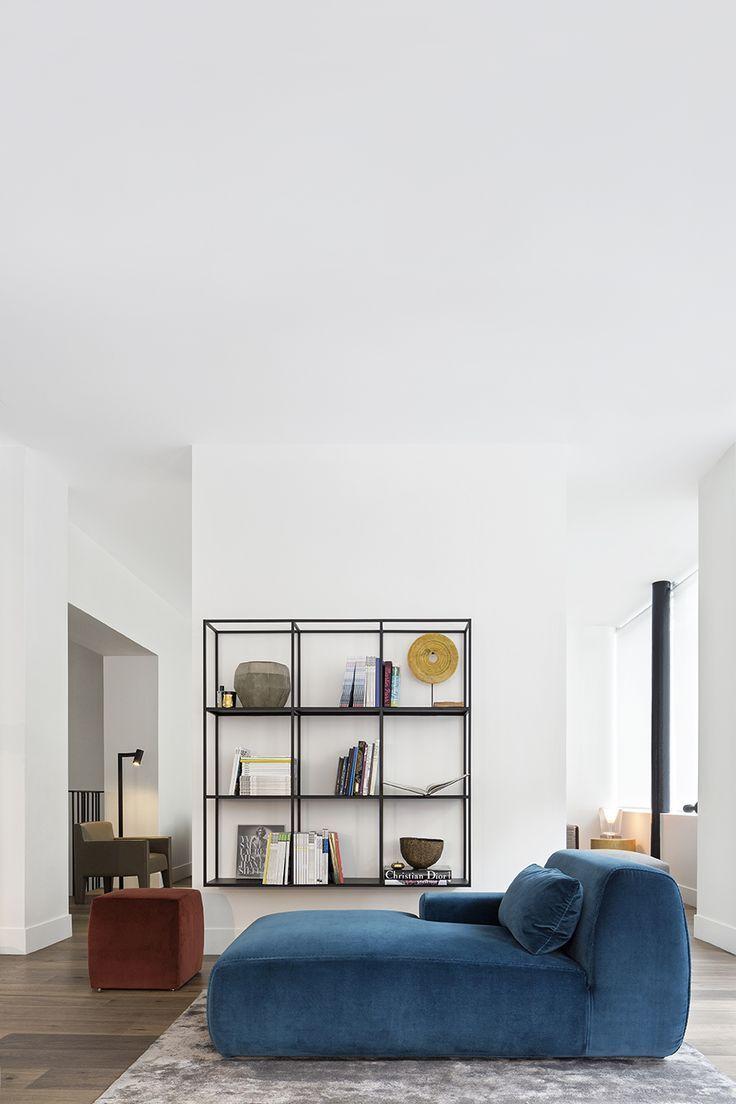 Синий диван кушетка