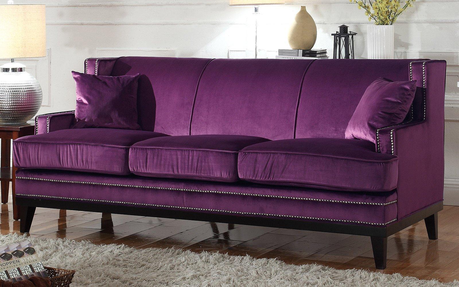 Фиолетовый диван в скандинавском стиле