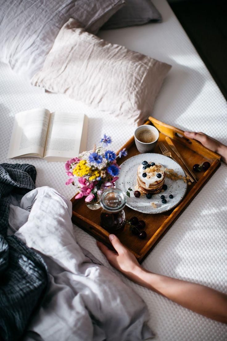 Столик для завтрака состаренный