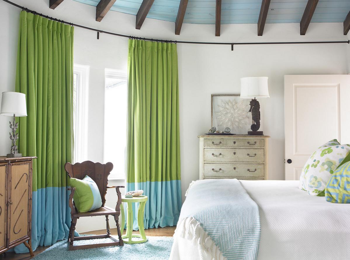 Гибкие шторы в спальне