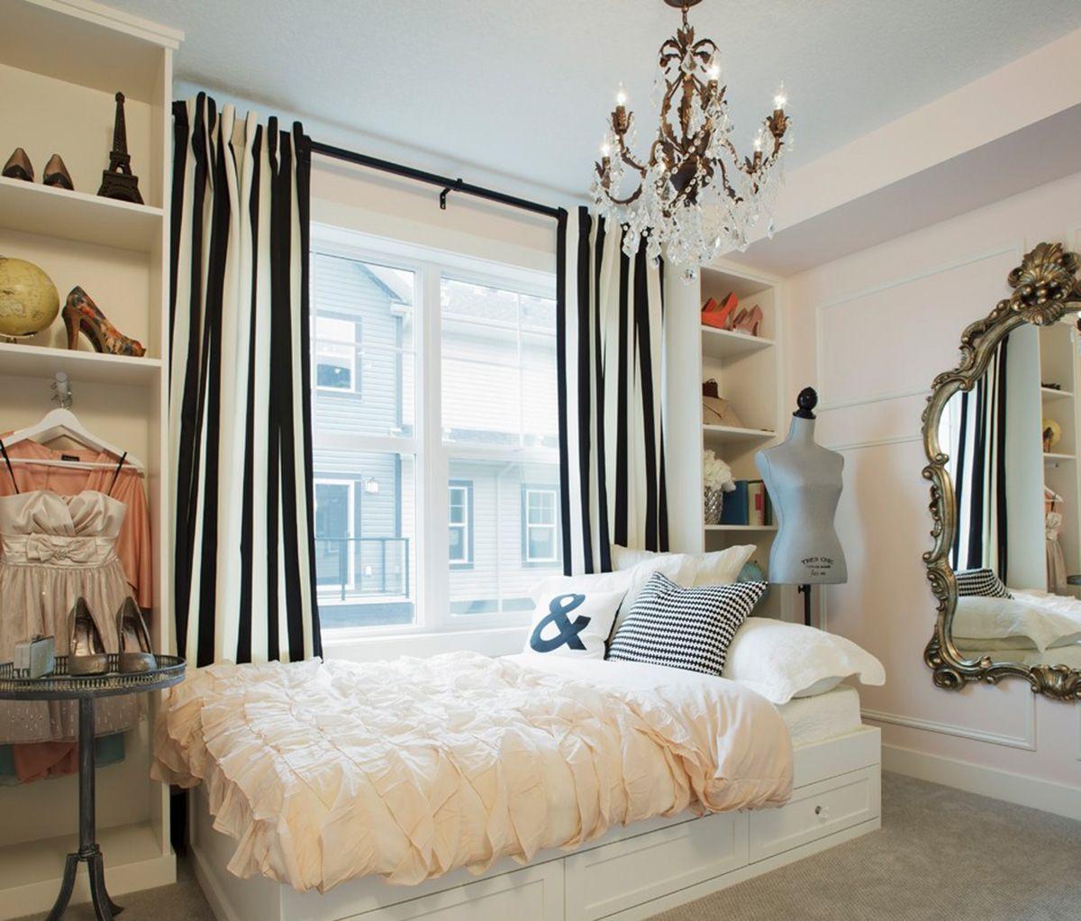 Черно-белые шторы в спальне